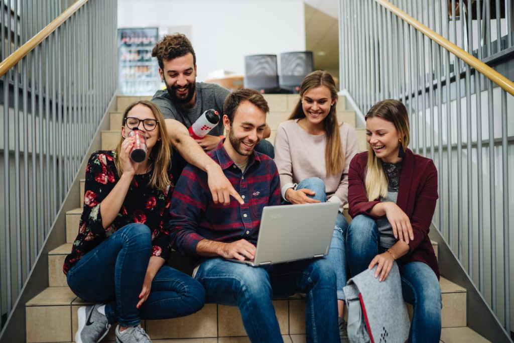 Wer sich zum Studienstart im Wintersemester 2020/21 bisher noch nicht für einen Studiengang an der Fachhochschule Kärnten beworben hat, sollte sich beeilen.