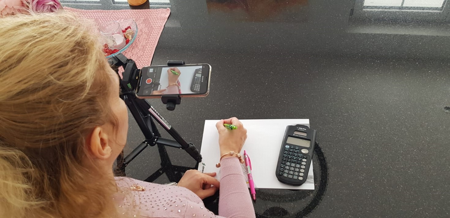 Mit Stift, Papier und Smartphone: Mathematik-Tutorials selbst gebastelt